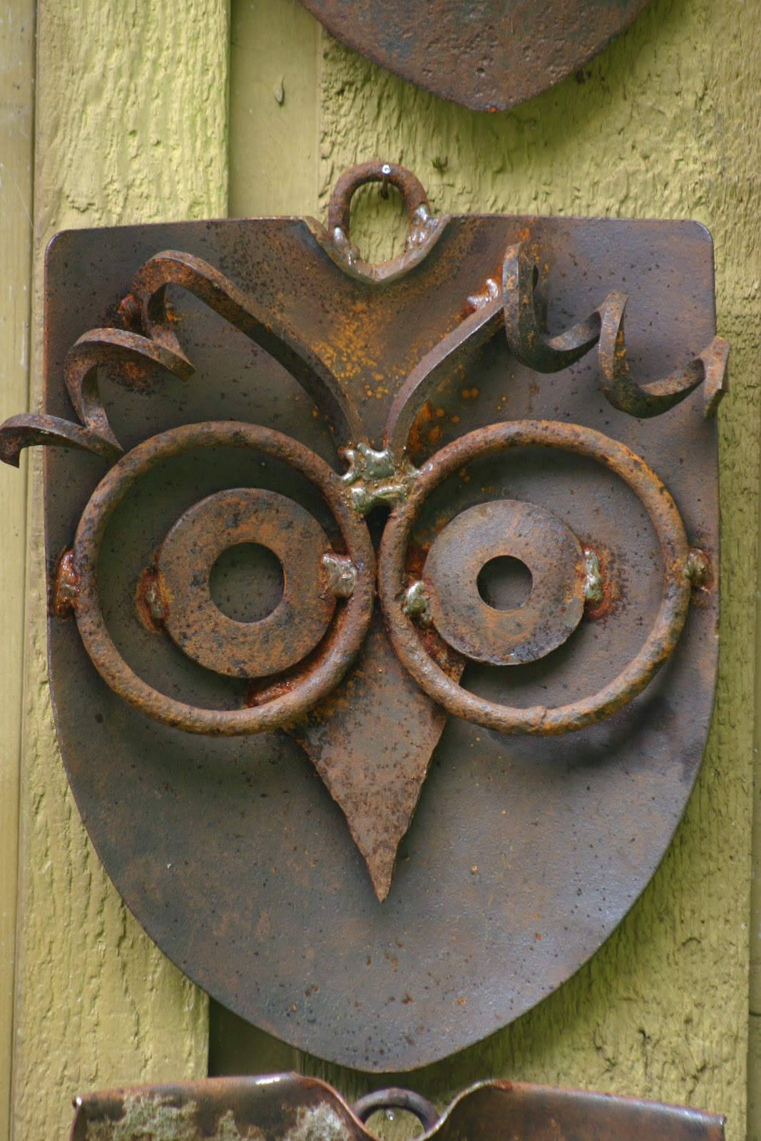 Rusted Metal Outdoor DIY Projects and Landscape Ideas ...