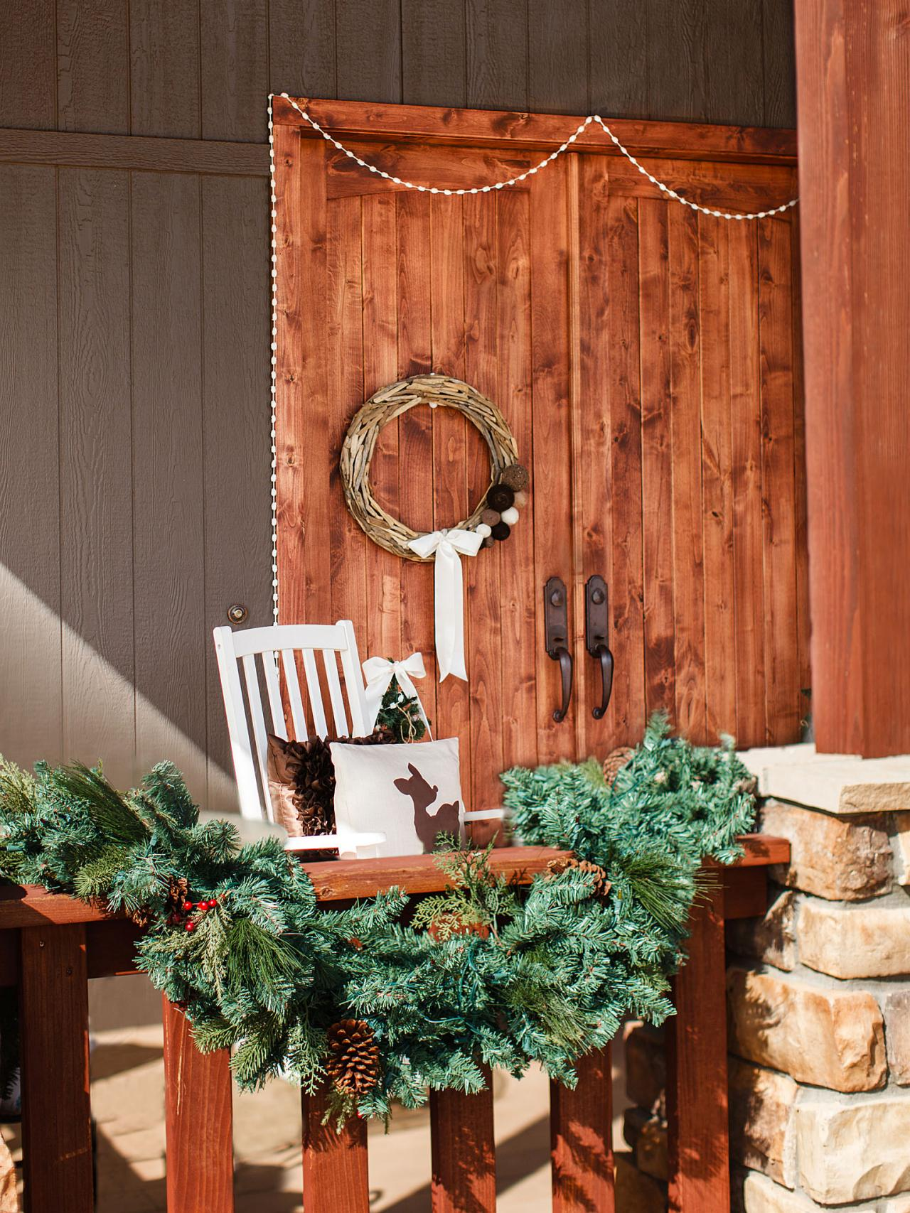 Amazing Holiday Porch Ideas| Holiday Porch Decor, Holiday Porch Decor Ideas, Holiday Porch Decor Christmas Home, Christmas Porch Decorating Ideas, Christmas Porch Ideas #ChristmasPorchDecoratingIDeas #ChristmasPorchIdeas #HolidayPorch #HolidayPorchIdeas