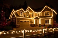 Tips and Tricks for the Most Perfect Outdoor Christmas Lights  Outdoor Decor, Outdoor Decor DIY, Outdoor Christmas Decorations DIY, Outdoor Christmas Decorations Lights, Christmas Lights, Christmas Lights Outdoors, Christmas Lights Ideas #OutdoorDecorDIY #ChristmasLights #ChristmasLightsIdeas