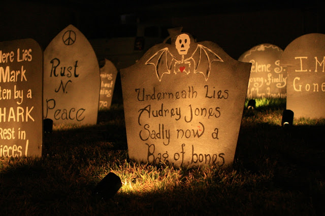 13 Spooky Halloween Yard Decor Ideas| Halloween Yard Decorations, Halloween Yard Ideas, Halloween Yard Ideas Scary, Yard Decorations, Yard Decorations DIY, Yard Decor Ideas, Popular Pin #HalloweenYardDecorations #HalloweenYardIdeas #HalloweenYardIdeasScary