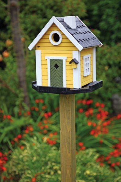 10 Spring Yard Chores to Help Get Your Yard Ready for Summer| Spring Garden, Spring Garden Ideas, Spring Gardening, Garden Ideas, Garden Tips, Gardening Ideas, Gardening TIps, Yard Ideas, Yard Lanscape, Landscape Ideas, Landscaping, Landscaping Idea #SpringGarden #SpringGardeningIdeas #YardIdeas #YardLandscaping