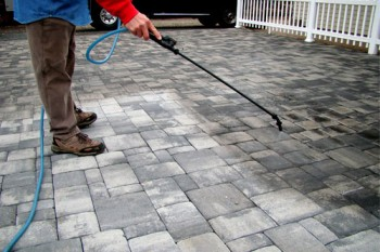 How to lay brick pavers, brick pavers, outdoor projects, outdoor living, gardening projects, tips and tricks, gardening tips and tricks.