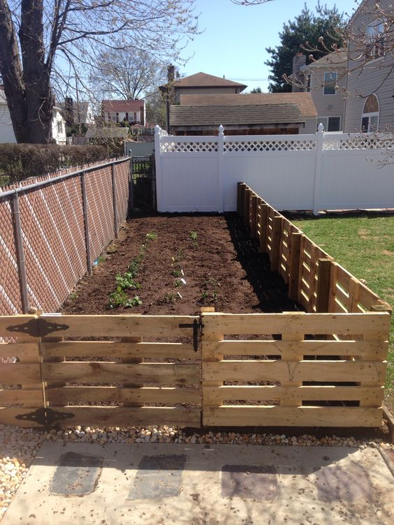 DIY fencing, fencing ideas, garden fence, DIY projects, popular pin, outdoor living, privacy hacks.