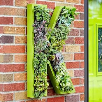 20 Amazing Vertical Gardens17