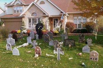 15 of the Scariest Outdoor Halloween Decorations8