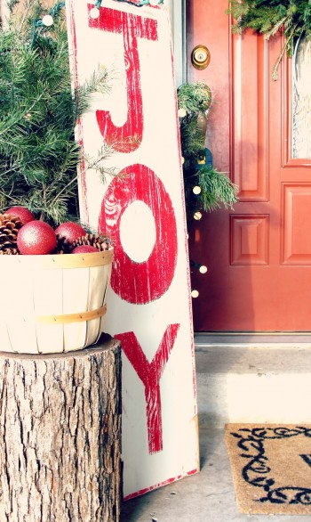 15-ways-to-decorate-your-christmas-front-porch11