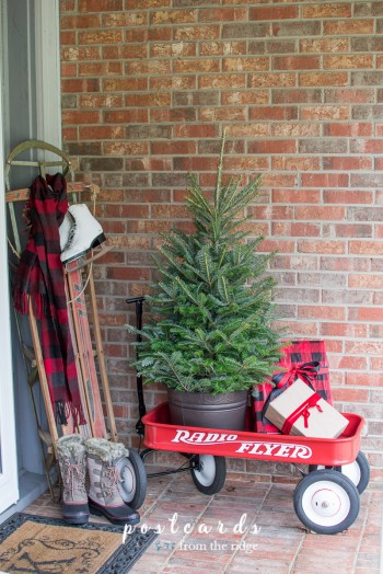 15-ways-to-decorate-your-christmas-front-porch13