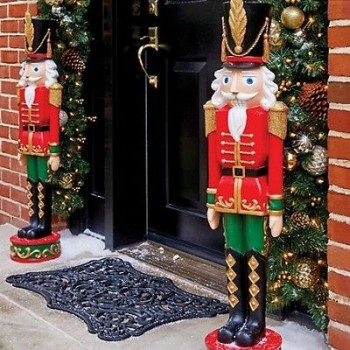 15-ways-to-decorate-your-christmas-front-porch3