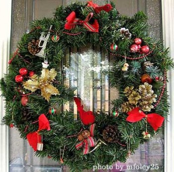 15-ways-to-decorate-your-christmas-front-porch5