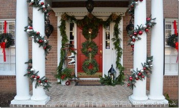 15-ways-to-decorate-your-christmas-front-porch6