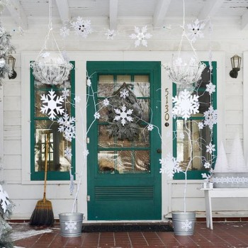 15-ways-to-decorate-your-christmas-front-porch7