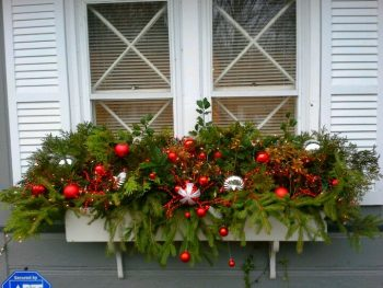 20-easy-holiday-window-box-ideas