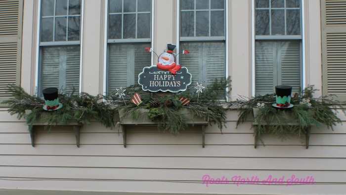 20-easy-holiday-window-box-ideas11
