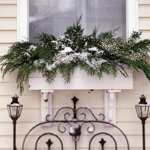 20-easy-holiday-window-box-ideas12