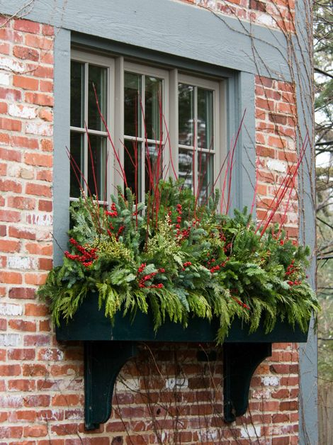 20-easy-holiday-window-box-ideas14