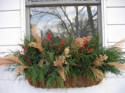 20-easy-holiday-window-box-ideas16