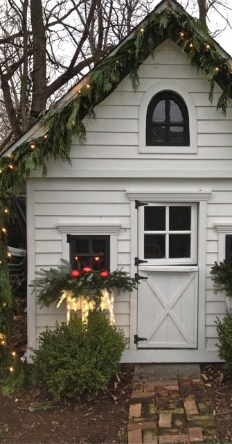 20-easy-holiday-window-box-ideas18