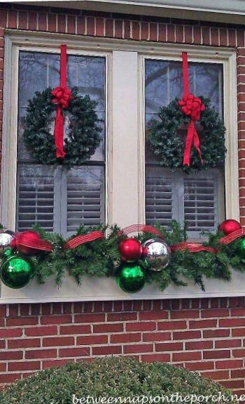 20-easy-holiday-window-box-ideas2