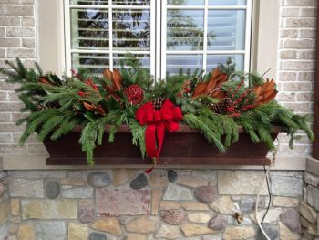 20-easy-holiday-window-box-ideas3