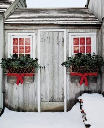20-easy-holiday-window-box-ideas4