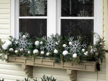 20-easy-holiday-window-box-ideas6