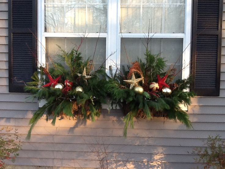 20-easy-holiday-window-box-ideas8