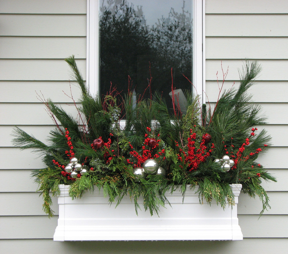 20-easy-holiday-window-box-ideas9