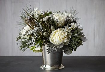 15-winter-floral-arrangements-that-will-leave-you-speechless10