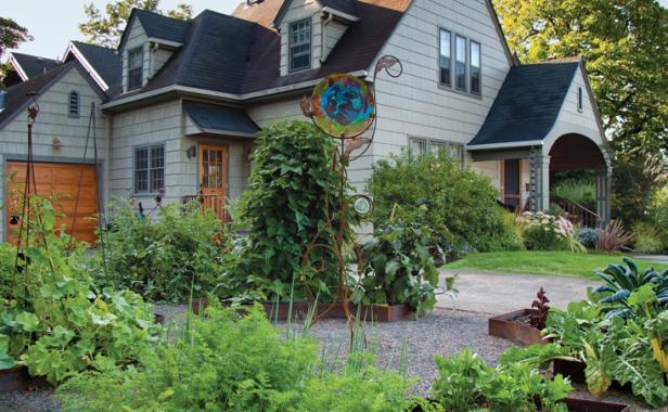 Veggies You Can Grow in Your Front Yard - Vegetable Garden, Vegetable Gardening, How to Grow Vegetables In Your Front Yard, Front Yard Gardening, Gardening Hacks, Gardening 101, Popular Pin