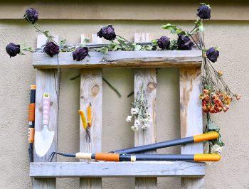Pallet Garden Organizer | Pallet Organizer | Pallet Garden Organizer | How to Build a Garden Pallet Organizer | Pallet | Pallet Projects